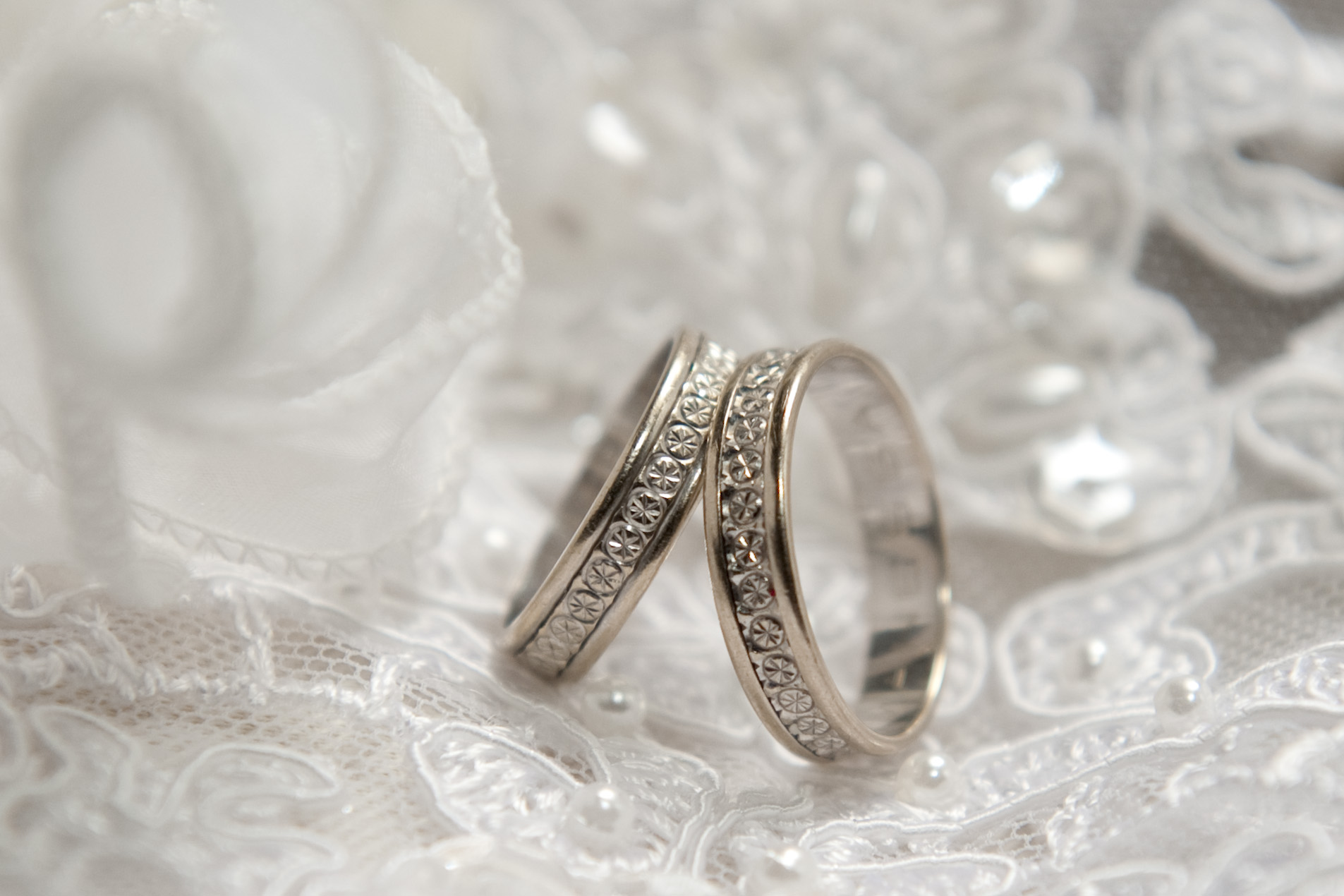 alliance mariage annulaire droit id es et d 39 inspiration sur le mariage. Black Bedroom Furniture Sets. Home Design Ideas
